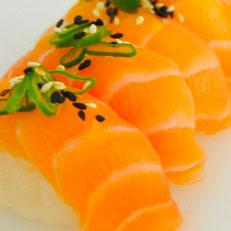 Nigiri de salmón (2 unidades)