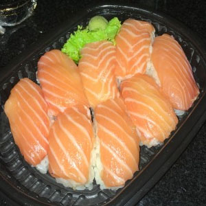 Niguiri de salmon (2 unidades)