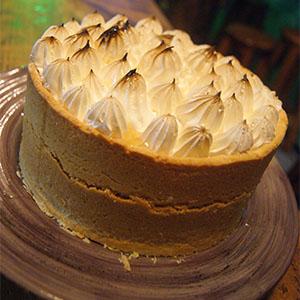 Torta de manzana y merengue