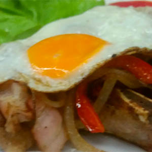 Costillas de cerdo riojana con ensalada