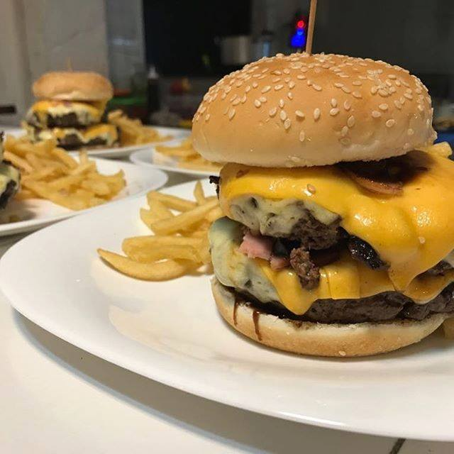 Burger Bros doble con guarnicion