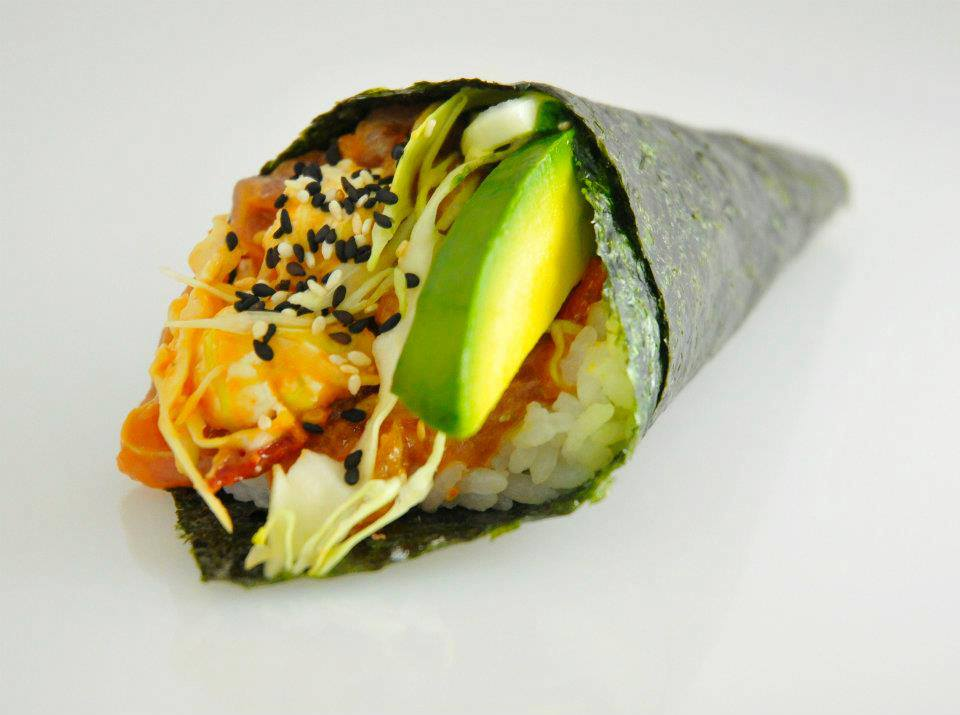 Temaki salmón tempura (caliente)