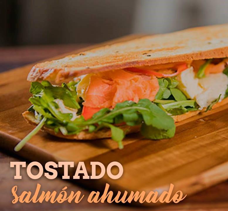 Tostado salmon ahumado