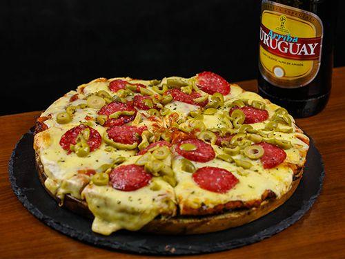 Promo pizzeta 1 - Pizzeta grande con muzzarella + bebida a elección