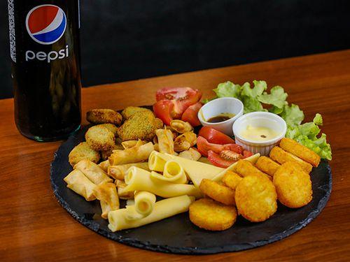 Picada veggie (para dos personas) + Pepsi 1.25 o cerveza Pilsen 1 L