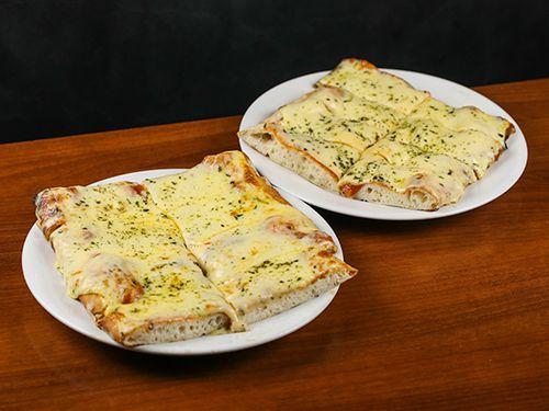 Pizza con muzzarella 2 x 1
