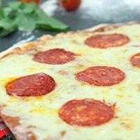 Promo - Pizza pepperoni M + refresco Coca Cola 600 ml
