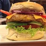 -Canje- Hamburguesa personalizada de 250 grs con guarnición (incluye lechuga y tomate)