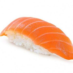 2 piezas de nigiri de salmon
