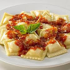 Ravioles con bolognesa